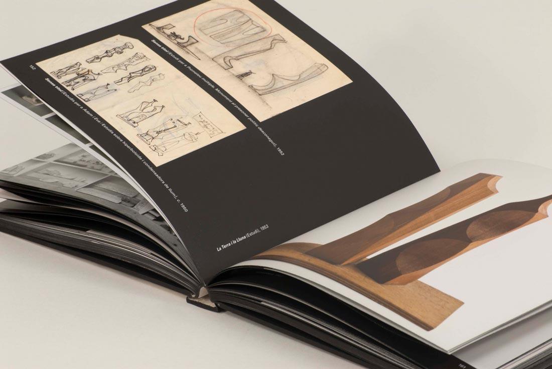 Llibre d'art amb acabats especials obert