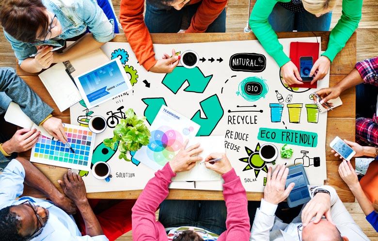 experts créant des stratégies pour favoriser la durabilité